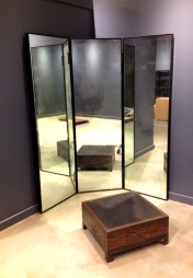 retail-store-metal-mirror-and-footrest2[1]